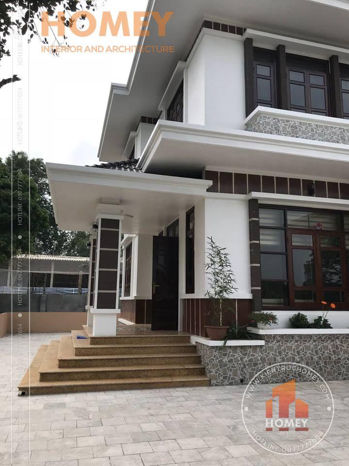 Bên hông sảnh phụ biệt thự 2 tầng mái Thái
