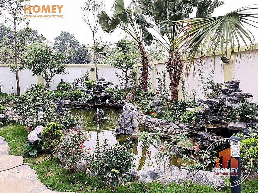 Sân vườn biệt thự 2 tầng mái Thái 2