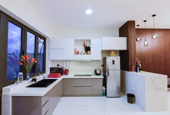 phòng bếp sảnh chính biệt thự 2 tầng hiện đại