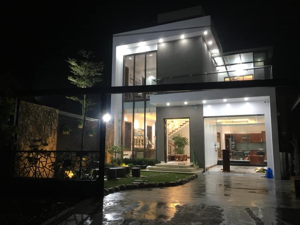 nhà 2 tầng hiện đại đẹp 8 mét mặt tiền